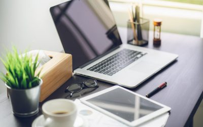 top-view-desk-of-work-table-in-office_36650-154